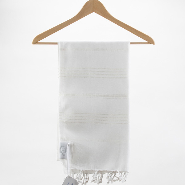 Towels with a white outline